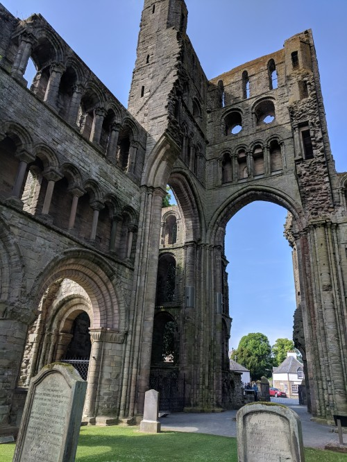 Kelso Abbey was built in Scotland close to the English border (to show off a bit). That was a mistake because it was also the target of too many battles. Hence, the ruins we see today.