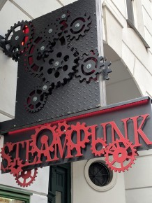 Our daughter Jacinda loves steam punk. The pictures of this shop are for her.