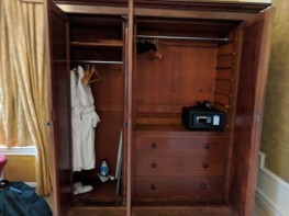 Three-door wardrobe equipped with